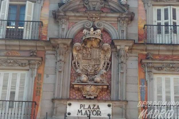plaza mayor escudo carlos II