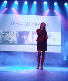 Optreden van Tessa Belinfante tijdens het Wazzup evenement