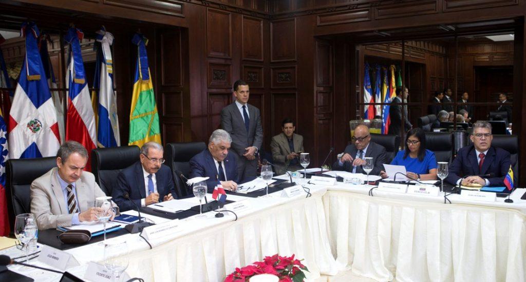 Resultado de imagen para diálogo entre gobierno y oposición venezolana en santo domingo