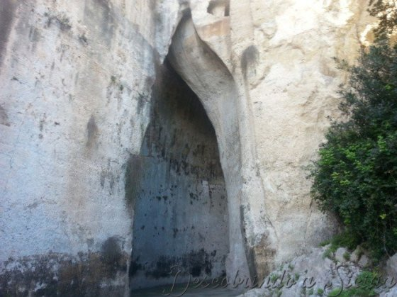 A famosa caverna Ouvido de Dionísio