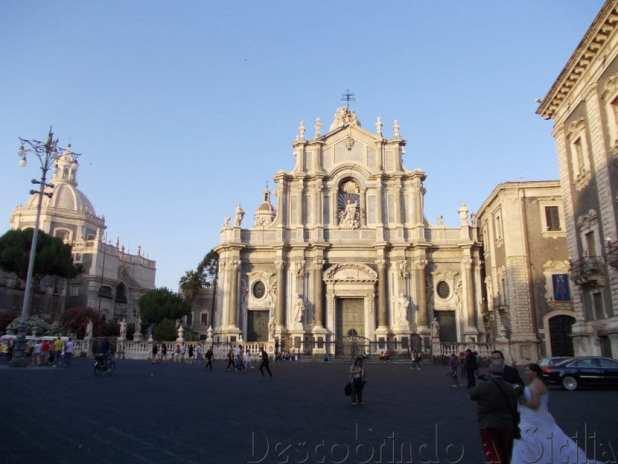 Piazza Duomo com a Catedral de Santa Ágata
