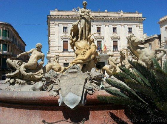 Fonte de Diana, que representa a Ninfa Aretusa fugindo de Alfeu, enquanto Diana (Ártemis) a protege - Foto: Acervo Pessoal