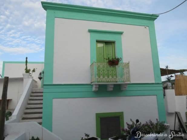 A arquitetura da ilha é de uma simplicidade e harmonia apaixonantes