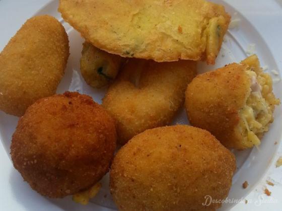Schiticchio Ballaró - é esse o nome de um prato misto com croquetes de batata, arancine e panelle (massa de grão de bico frita).