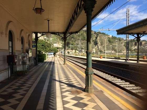 Roteiro pela Sicília - Estação de trem de Taormina