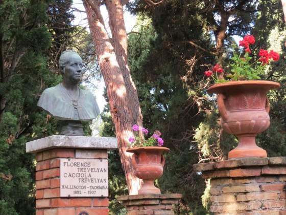 Busto de Florence Trevelyam