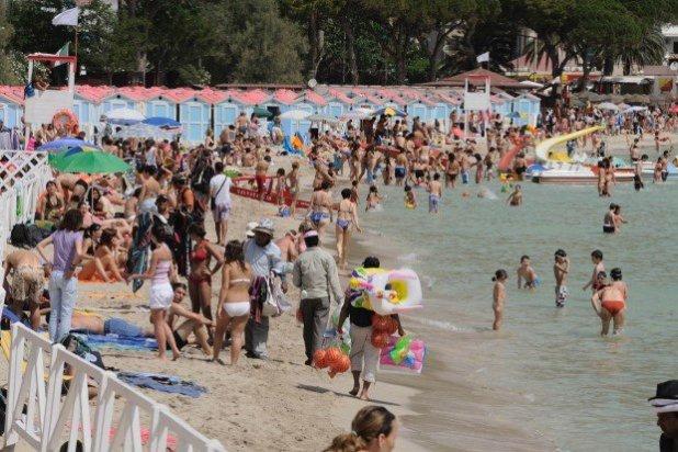 Não parece, mas é a mesma praia: Esta é Mondello no verão.