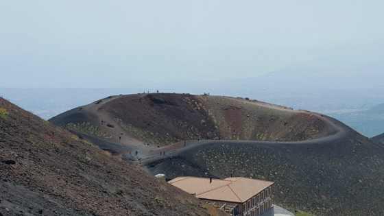 Uma das dezenas de crateras do Etna - Foto: Adriana Ferreira