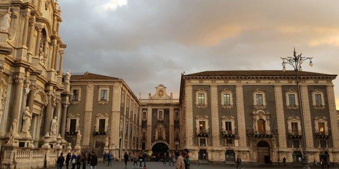 bate e volta saindo de Catania
