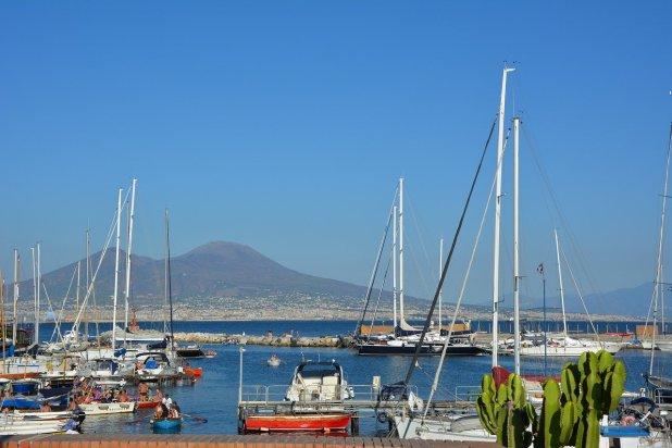 vulcão vesúvio e nápoles