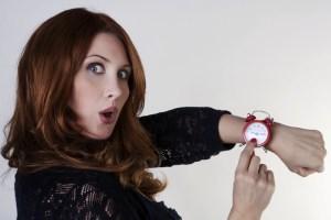 mulher valorizando o tempo