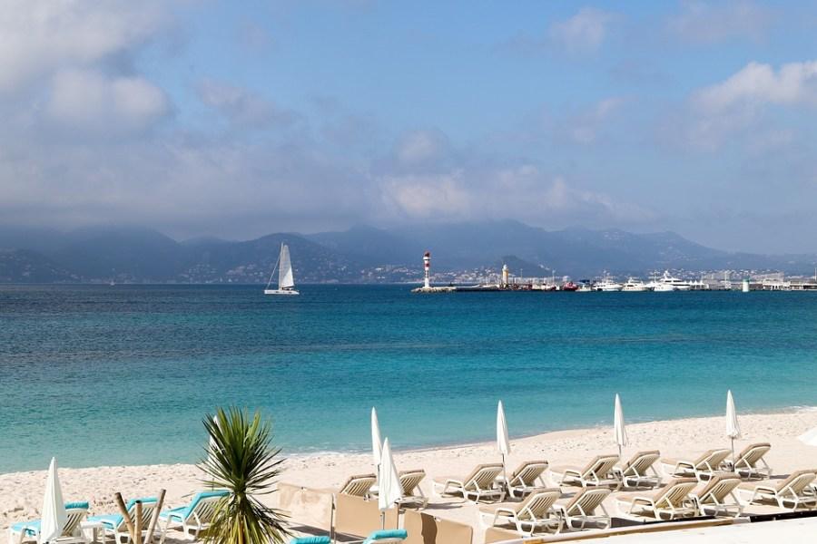 Cannes também possui uma das mais belas praias da França.