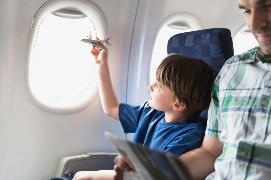 Na hora de realizar uma viagem internacional com crianças, opte por voos diretos