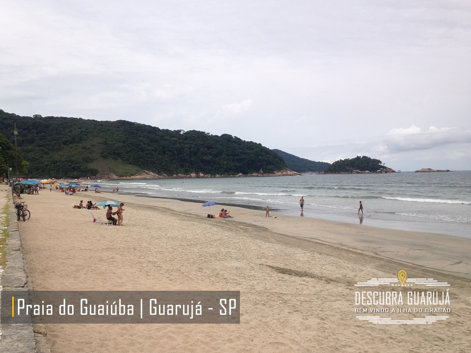 Praia do Guaiuba em Guarujá