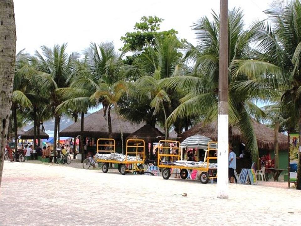 Quiosques na Praia da Enseada no Guaruja