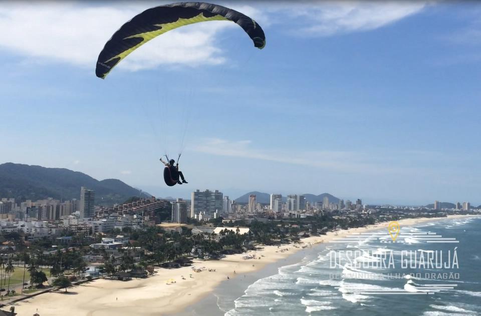 Um Voo de Paraglaider no MOrro do Maluf - Praia da Enseada Guarujá