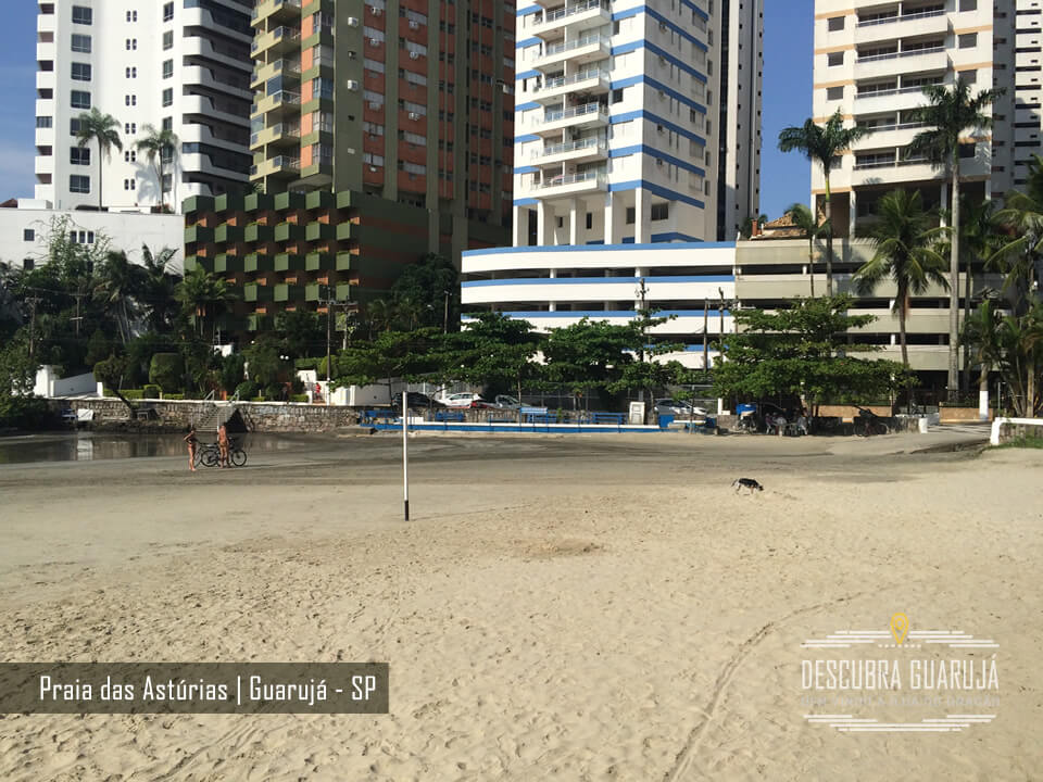 Começo da praia das Astúrias em Guarujá SP