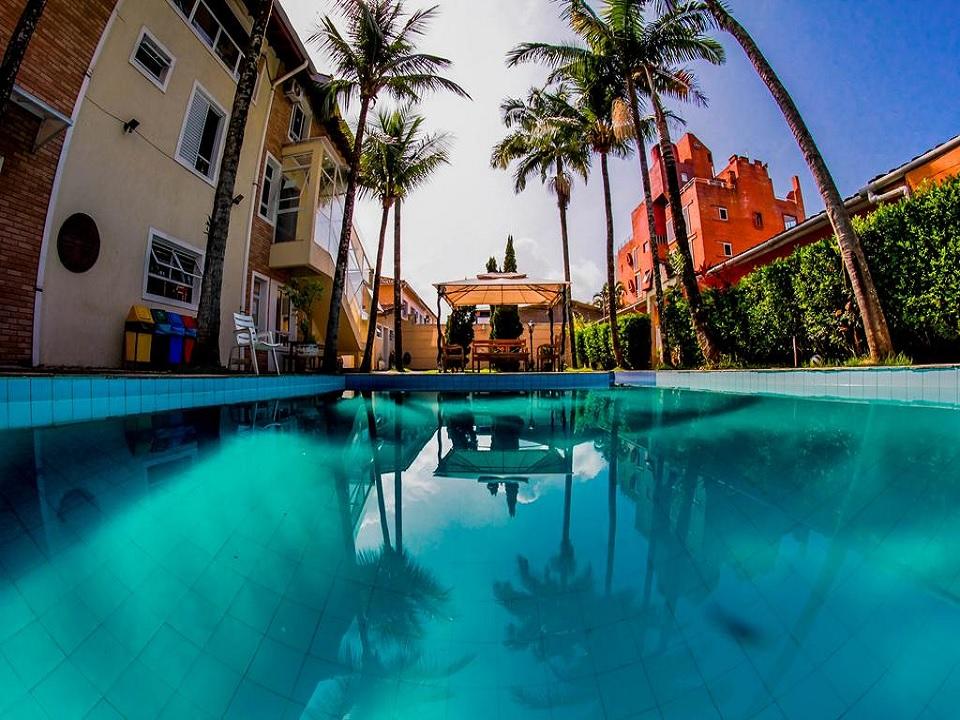 Piscina no Guarujá Hostel