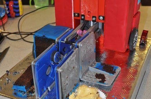 tarta arduino - Vídeo del día: Hace una tarta Transformer para su hijo con Arduino