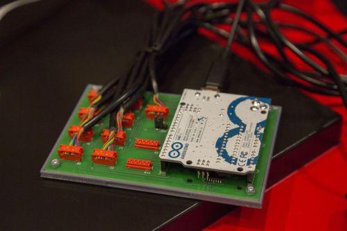 gamepad arduino2 675x450 - Juega a Mario a lo grande con Arduino