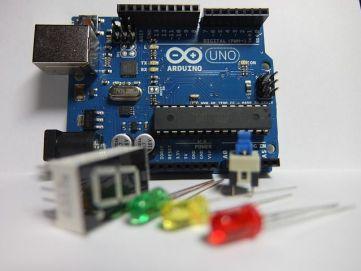 Arduino Uno y componentes