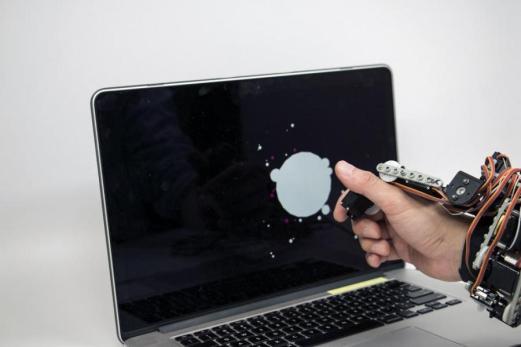 roboticamano2 675x450 - ¿Te gustaría tener una mano extra robótica? El MIT ya la ha diseñado