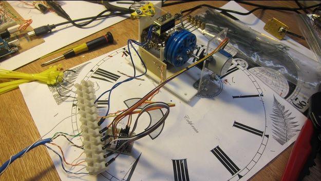 reloj antiguo1 - Resucita un viejo reloj de coleccionista con una placa Arduino