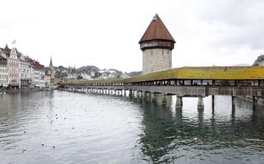 Vista del puente capilla de Lucerna