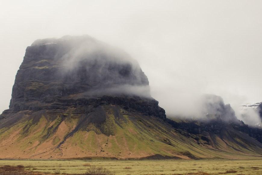 Montañas en el sur de Islandia