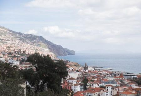 Vistas de Funchal y la costa des de la Fortaleza de Sao Joao de Funchal, en Madeira