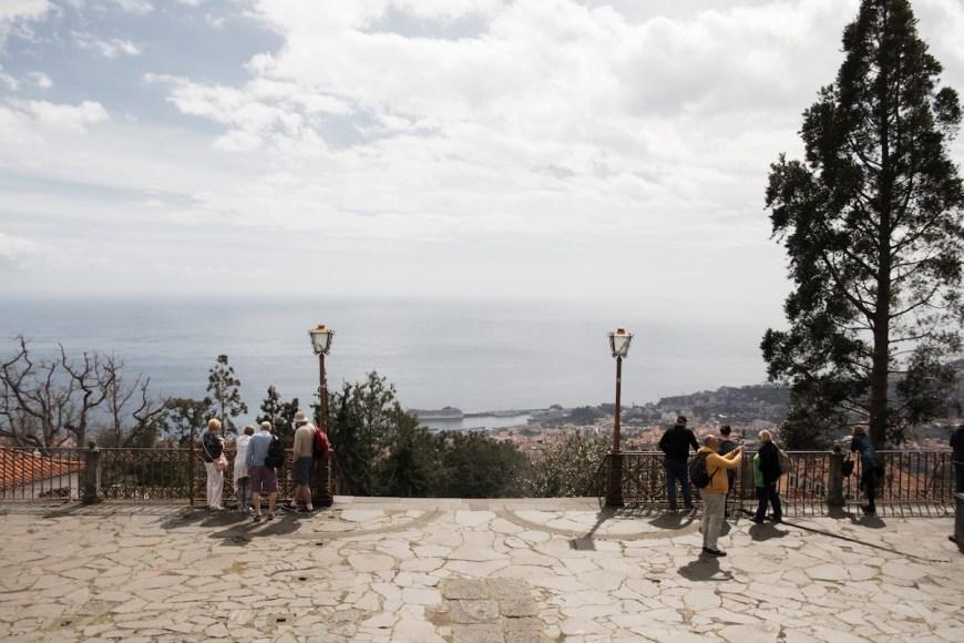 Vistas de Funchal y el Mar des de la Igreja do Monte en Madeira