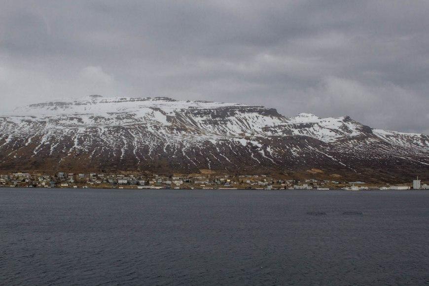 Islandia lago y montaña