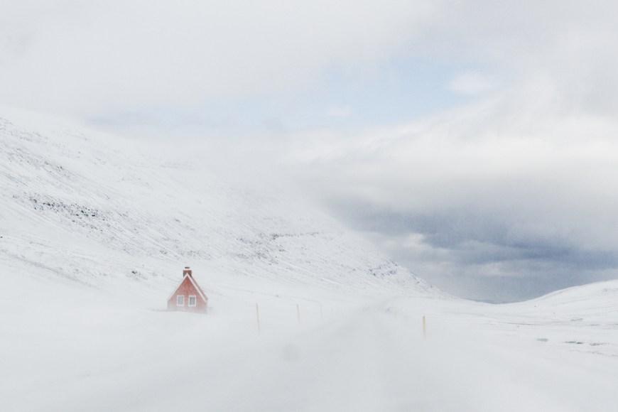 Carretera nevada en Islandia