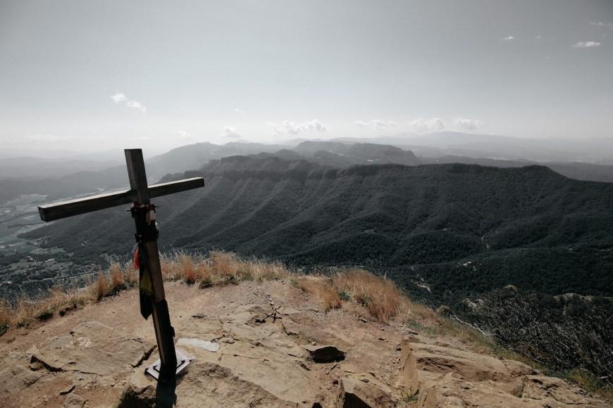 Cruz en la cima del Puigsacalm, La Garrotxa