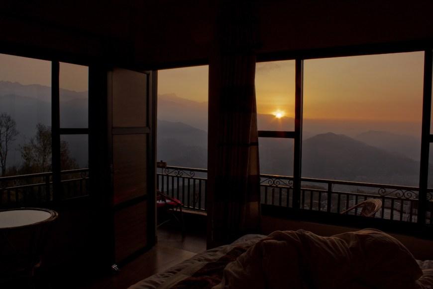 Amanecer des de la habitación del hotel en el Sarangkot, Nepal