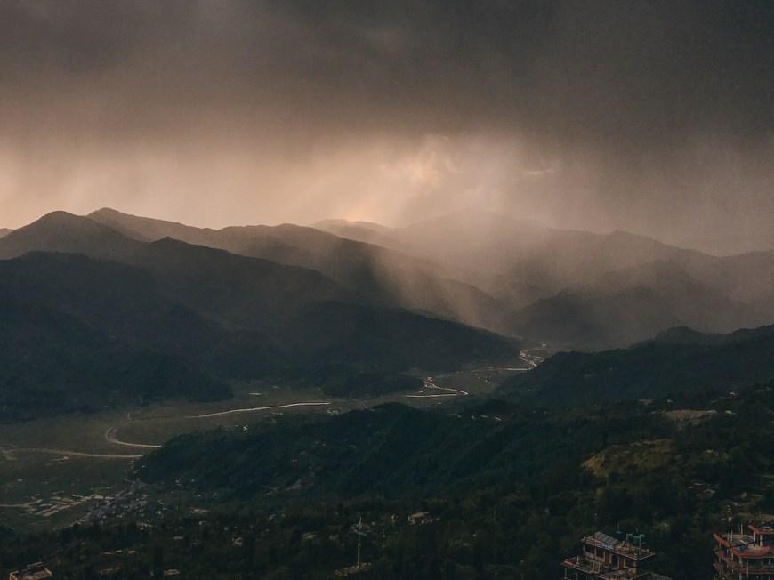 Tormenta en el valle de Kaski, Nepal.