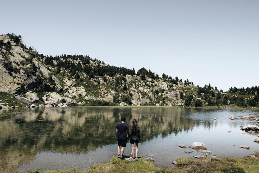 Anna y Alex en el Llac Bailleul de Les Bouillouses, Francia