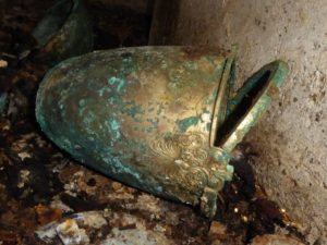 Recipiente de bronce Egas (Angeliki Kottaridi)