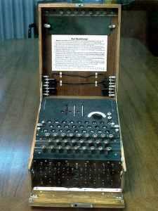 Máquina electromecánica de cifrado rotativo similar a Enigma