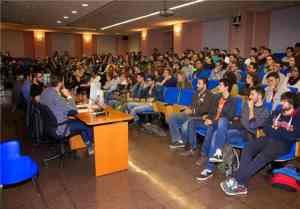 Público en un acto organizado por Ad Absurdum