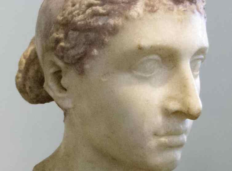 Busto de Cleopatra VII (Wikimedia).