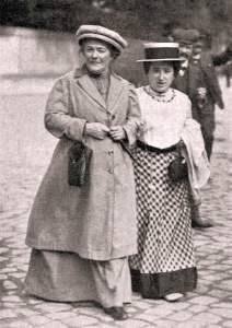 Clara Zetkin y Rosa Luxemburgo en 1910 (Wikimedia).