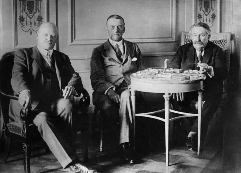 Stresemann, Chamberlain y Briand en Locarno (Suiza, 1925)