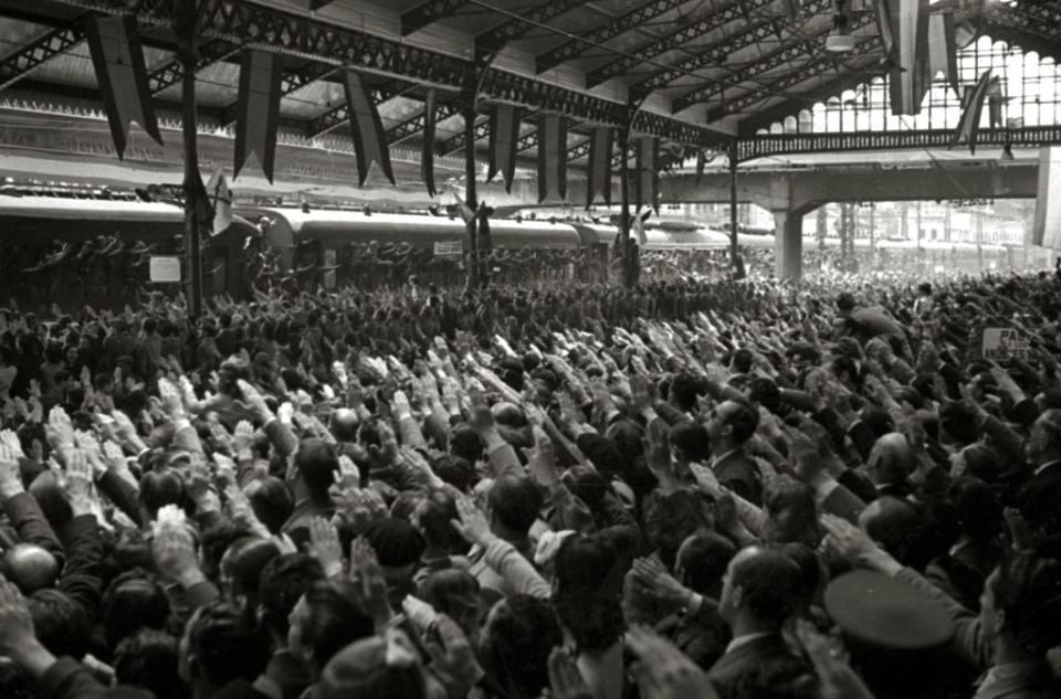Llegada de miembros de la División Azul a la estación San Sebastián. 1942. Fondo Marín-Kutxa Fototeka. Wikimedia Commons