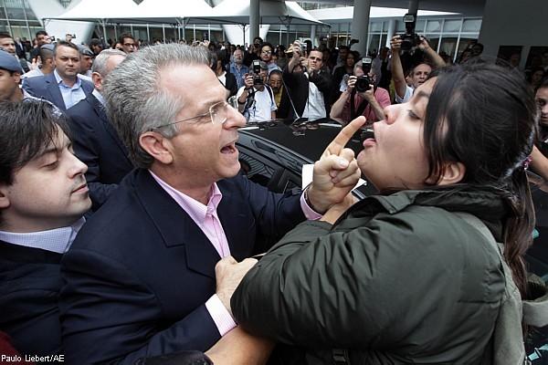 foto polemica VEJA e Reinaldo Azevedo erram feio e Falha entrevista a verdadeira estudante da USP que discutiu com Andrea Matarazzo no MAC