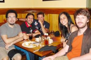 No sentido horário: Marcelo, Raul, Dario, eu e Branco.... Edu, pra variar, não foi. Acordar cedo (tipo meio-dia) de domingo, não é com ele não hihihi