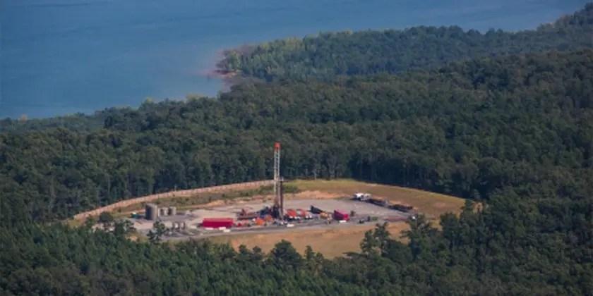 image of fracking contaminating air and water