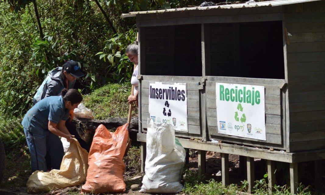 Haciendo una debida disposición de los residuos sólidos aumentamos la vida útil del relleno sanitario