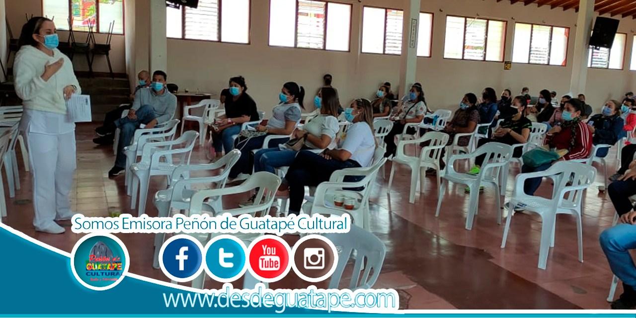 57 docentes reciben vacuna contra el covid 19 en Guatapé
