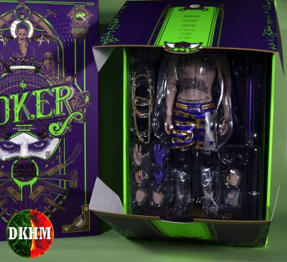 Hot Toys Joker Purple Coat (29)